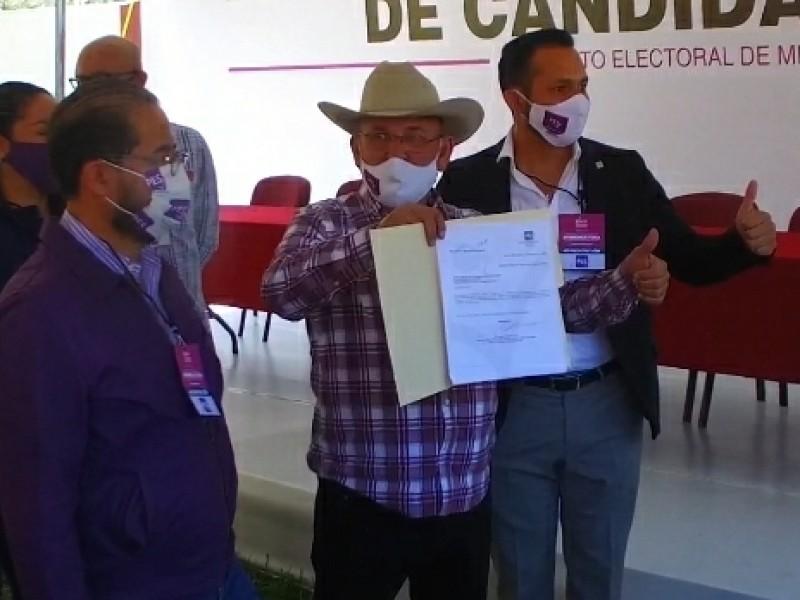 Registra Hipólito Mora candidatura a la gubernatura de Michoacán