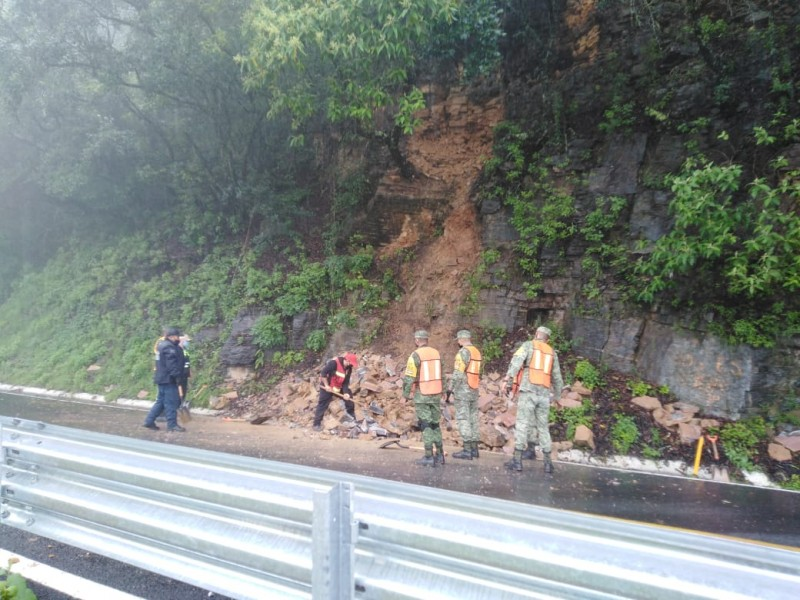 Registra Pinal derrumbes en carretera 120  por lluvias