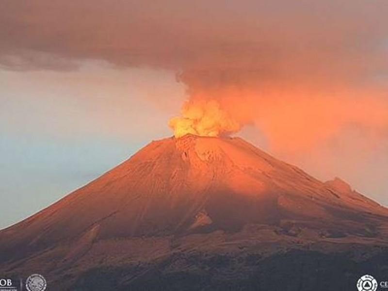 Registra volcán Popocatépetl leve incandescencia