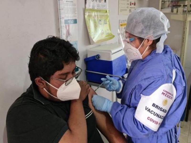 Registran efectos adversos 101 trabajadores de salud por vacuna anticovid