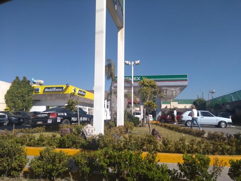 Trabajadores faltan a empresas por desabasto de gasolina