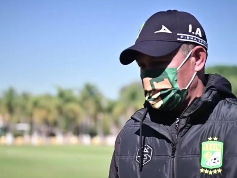 Reaparece Ignacio Ambriz en los entrenamientos del Club León