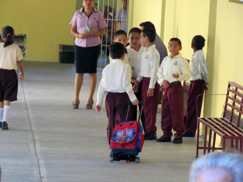 Regresan a clases 1millón 800 mil alumnos