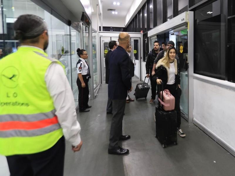 Regresan al país, los mexicanos trasladados de Wuhan, China