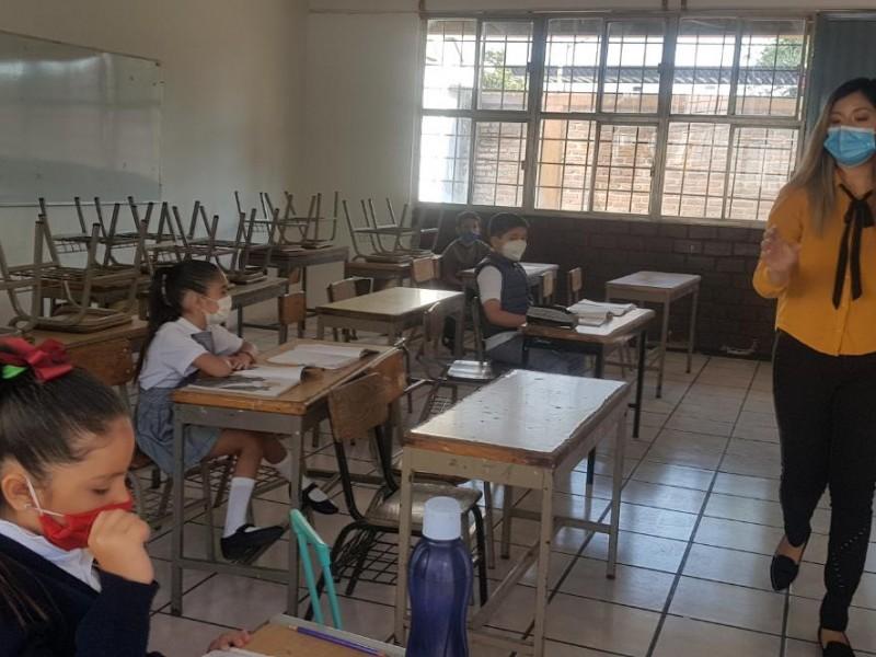 Regresan alumnos de 13 mil escuelas a asesoría presencial