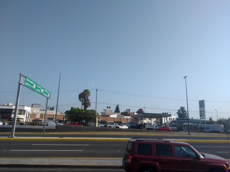 Regresan largas filas para surtir gasolina en Morelia