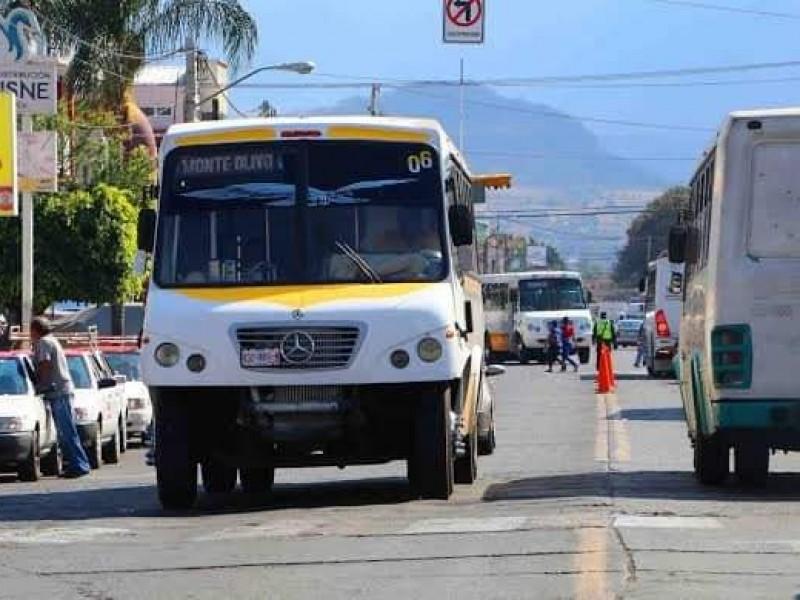 Regreso parcial a clases, poco favorable para economía de transportistas