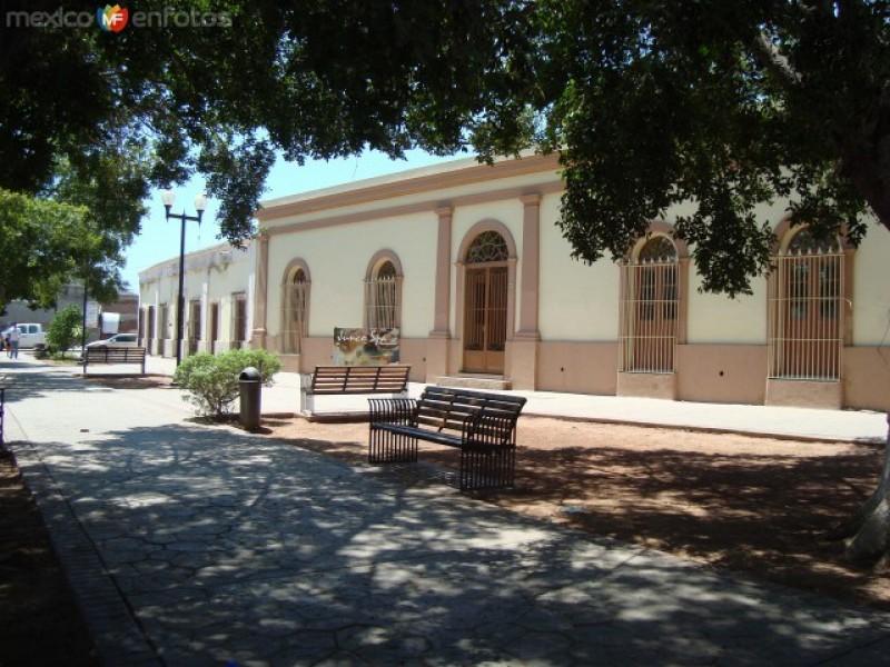 Rehabilitan 32 plazas públicas en Guaymas