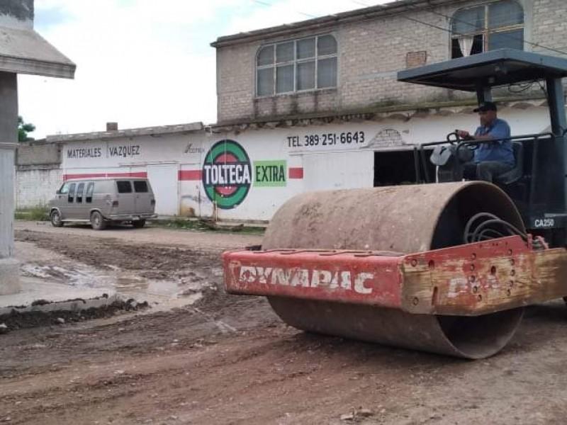Rehabilitan accesos dañados por lluvias en comunidades de Tecuala