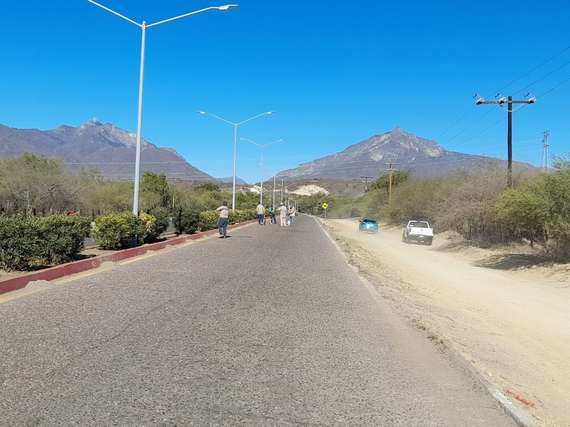 Rehabilitan  calles y caminos en Miraflores