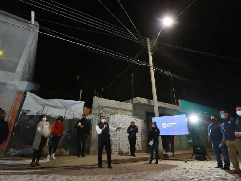 Rehabilitan luminarias en Santa María Magdalena