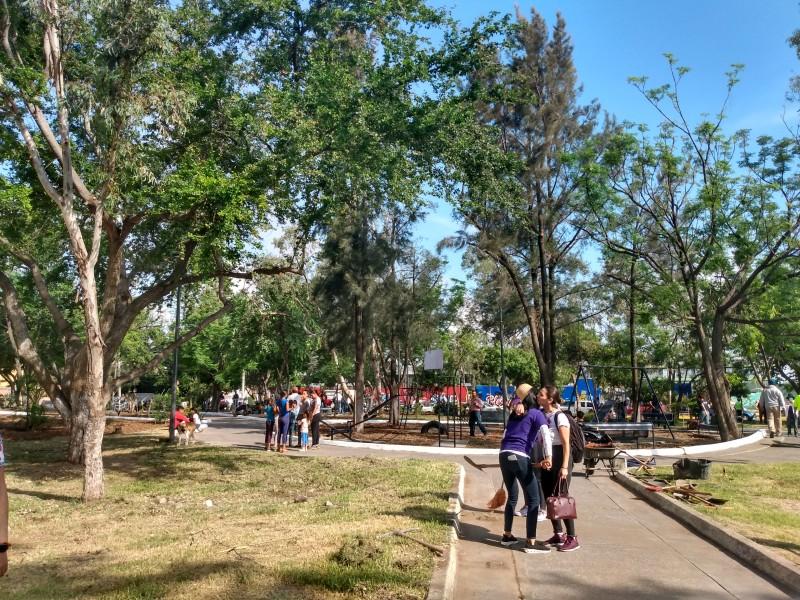 Rehabilitan parque 53 de 100 en Guadalajara