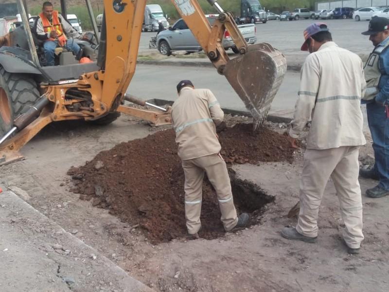 Rehabilitan tramo carretero frente a Pemex