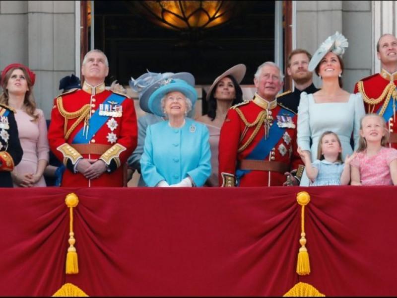 Reina Isabel II celebra su cumpleaños con desfile