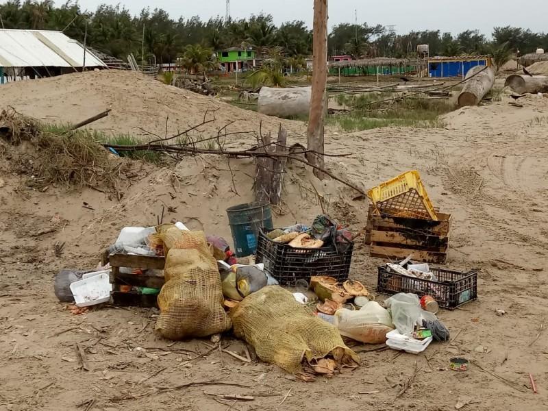 Reincide población en depositar basura en lugares prohibidos