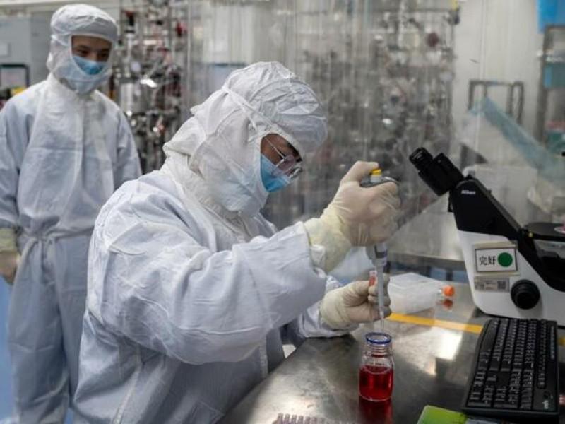 Reino Unido infectará a personas sanas para probar fármacos Covid-19