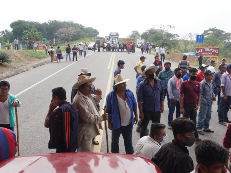 Reinstalan bloqueo carretero en Boca del Monte