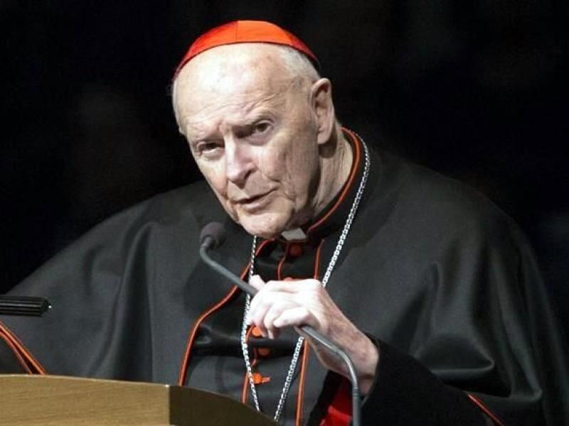 Renuncia cardenal acusado de abuso sexual en EU