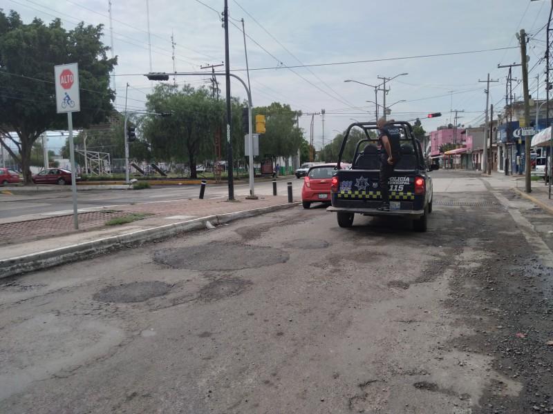 Reparan baches sobre boulevard Téllez Cruces