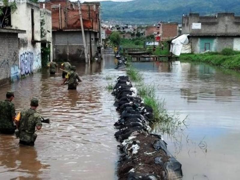 Reparan fisura en Río Lerma; atienden a afectados