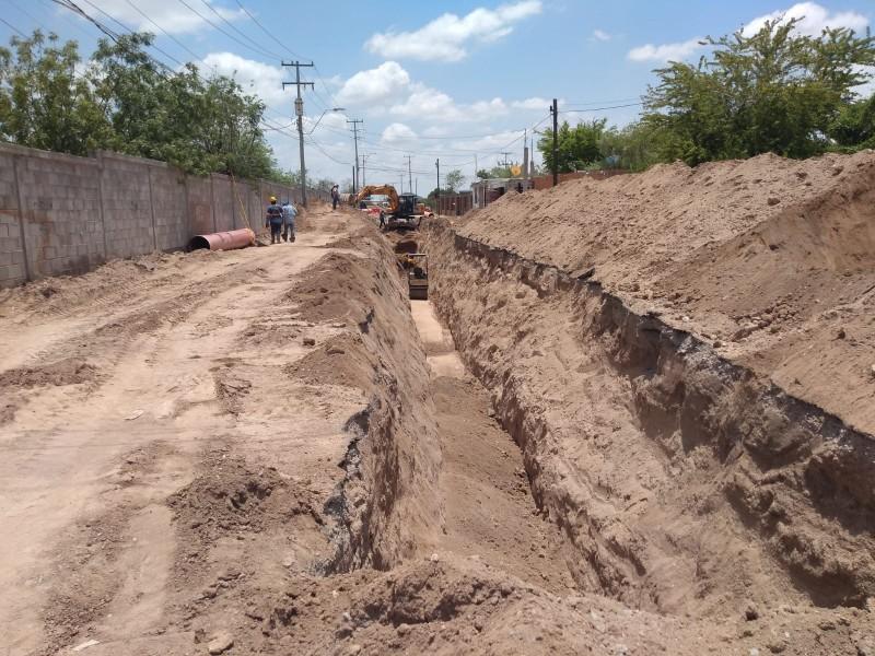 Reparan uno de dos socavones causados por lluvia en Hermosillo