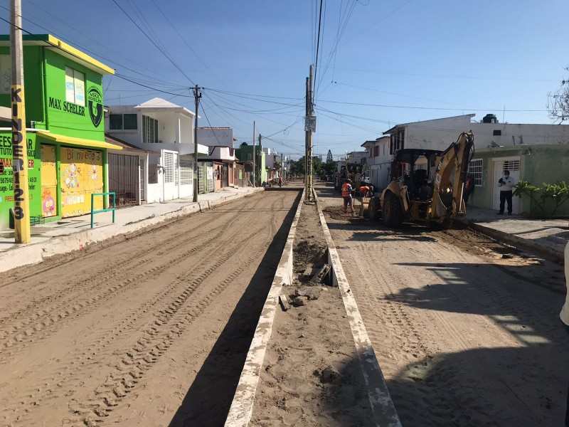 Repavimentan acceso a colonia Villa Rica en Veracruz