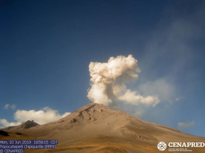 Reporta Popocatepétl 43 exhalaciones y sismo volcanotectónico