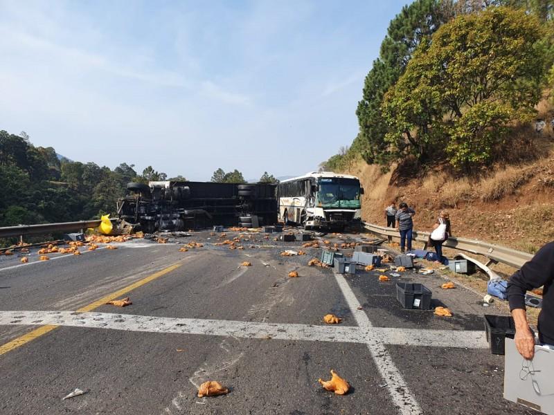 Reportan accidente en la carretera Uruapan-Pátzcuaro