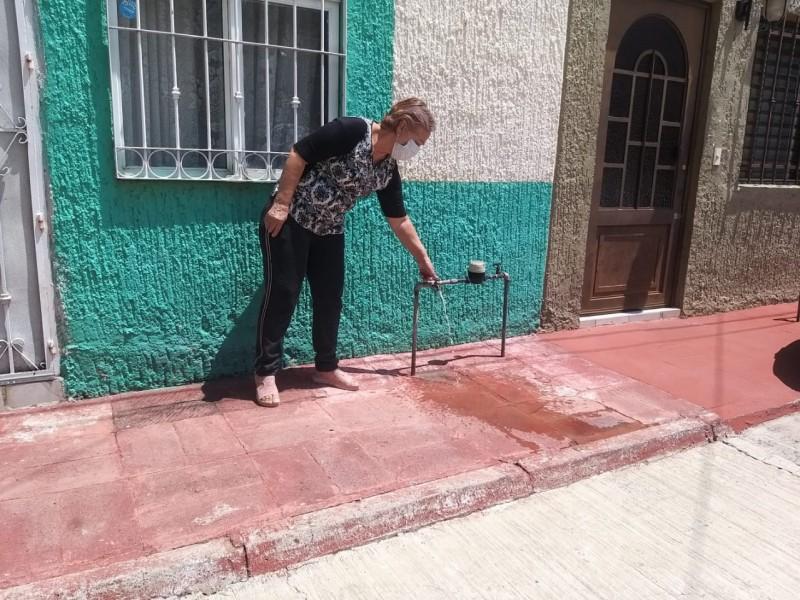 Reportan agua sucia en Arcos de Zapopan