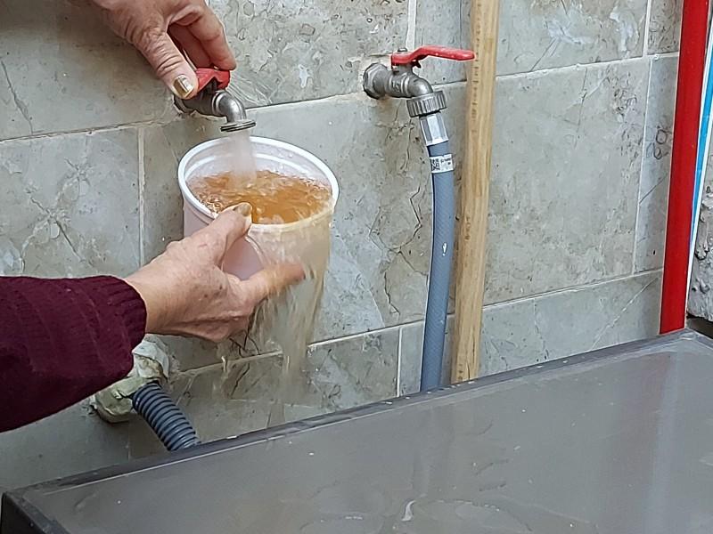 Reportan agua sucia en colonia Providencia