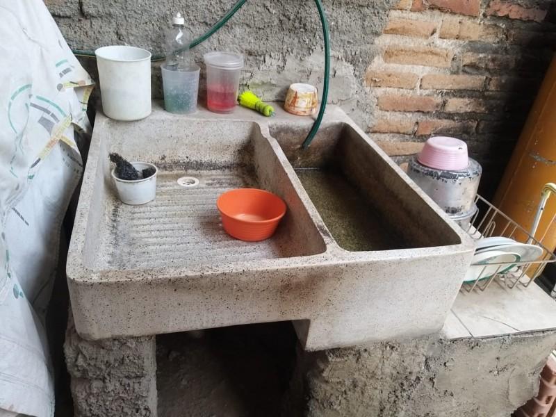 Reportan agua sucia en Lomas del Paraíso III