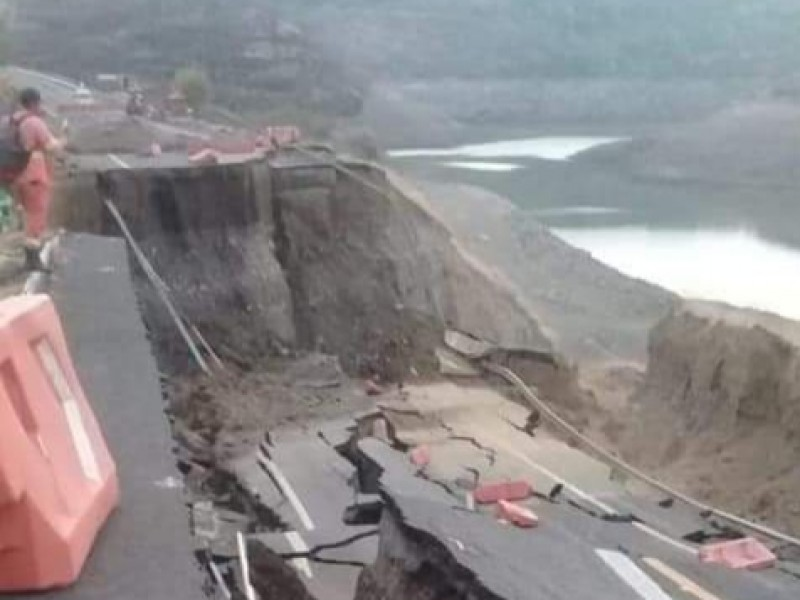 Reportan colapso de autopista Siglo XXI