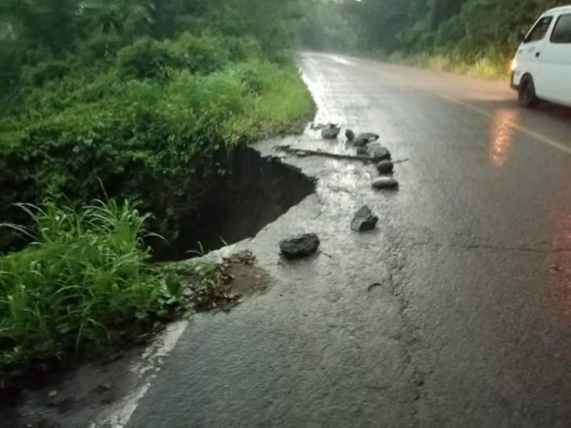 Reportan conductores socavón en carretera Ruiz-San Pedro Ixcatán