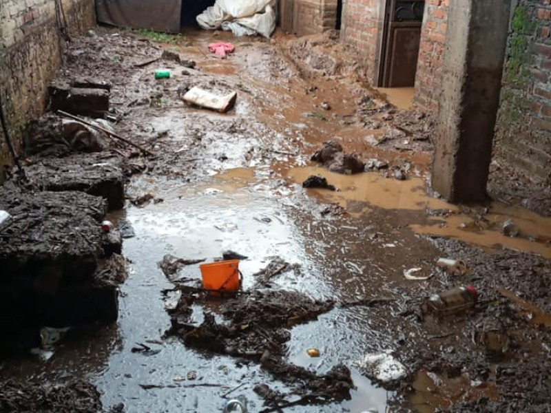 Reportan desaparición de familia tras tromba en Chilchota