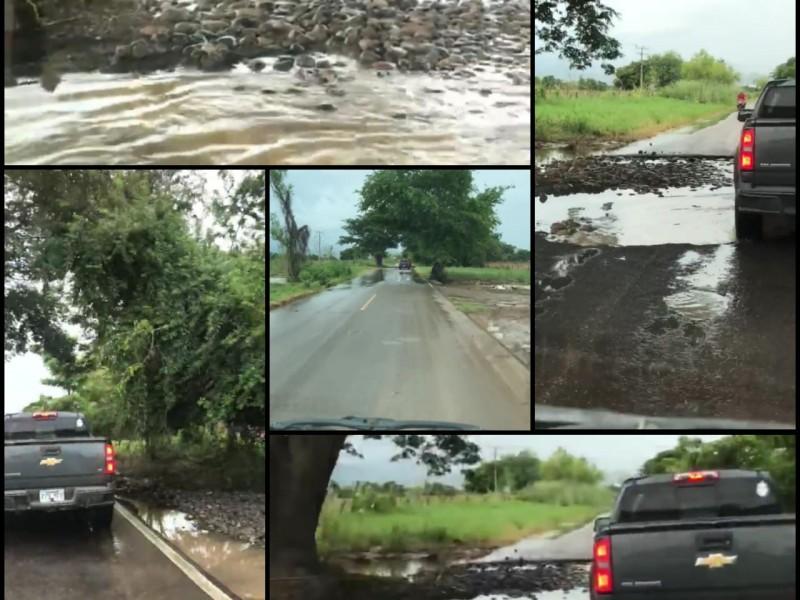 Reportan encharcamientos y destrucción de tramo carretero Las Varas-Zacualpan