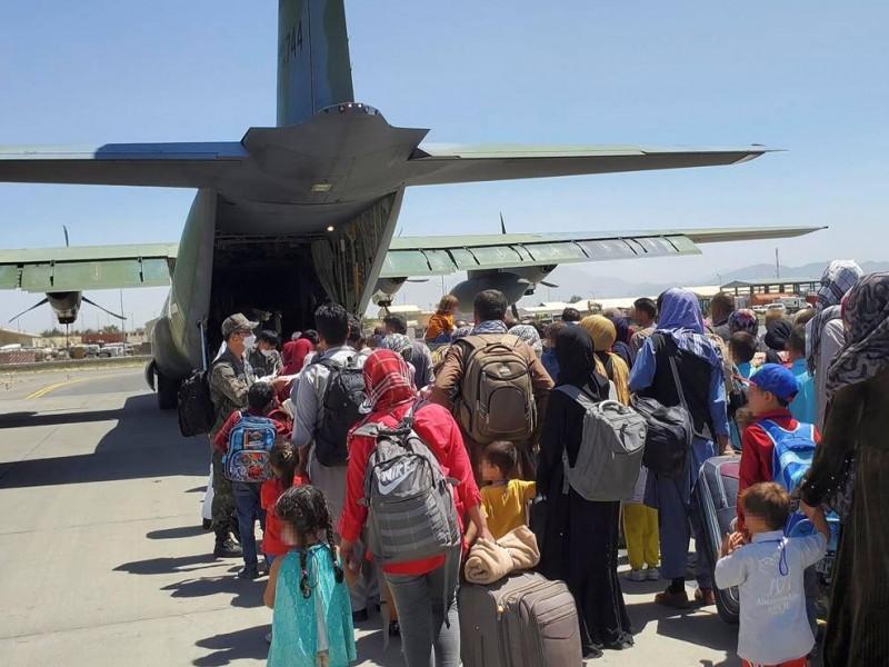 Reportan explosión en aeropuerto de Kabul