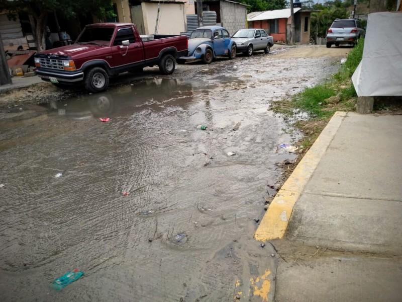 Reportan fuga de aguas negras