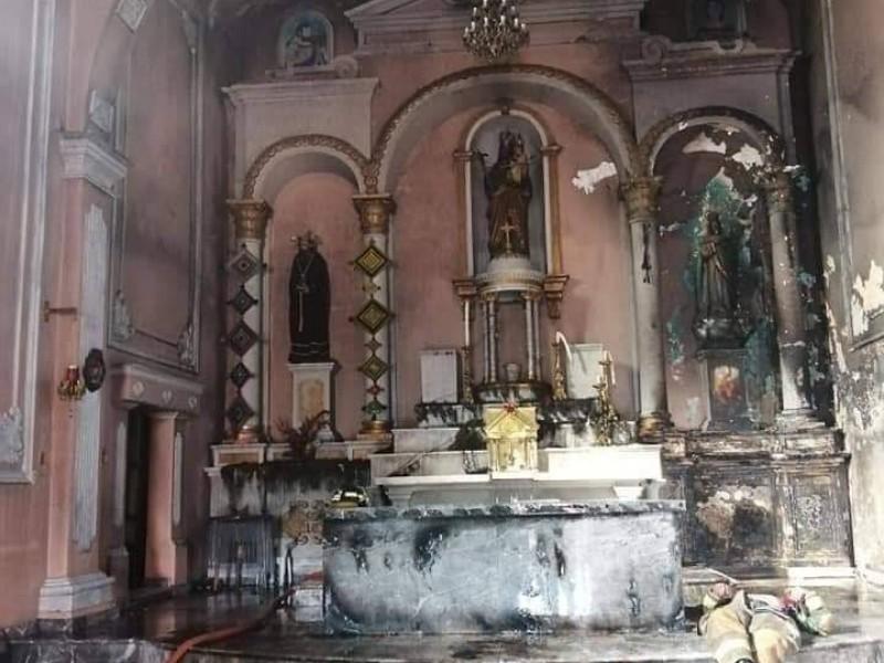 Reportan incendio de templo católico en Ixtlán del Río