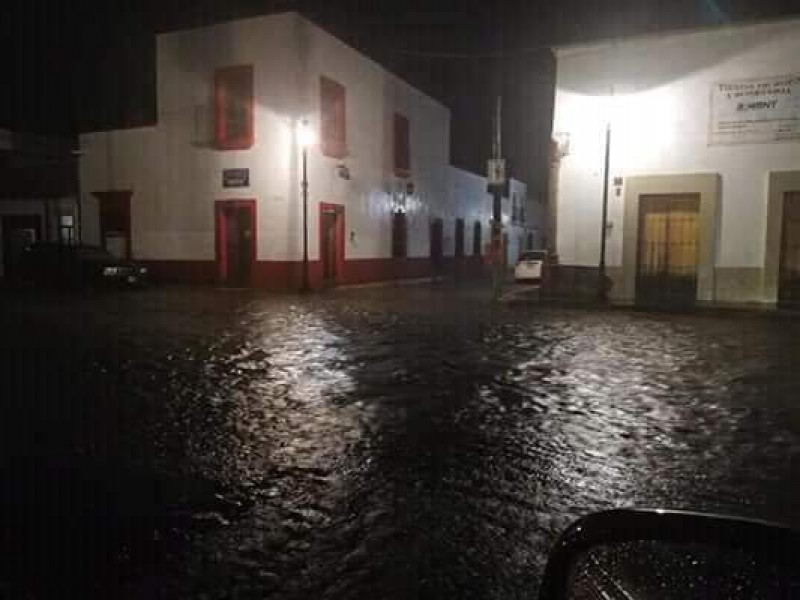 Reportan inundaciones y crecida de ríos en Nayarit