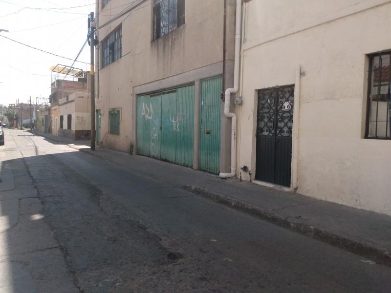 Reportan malos olores en calle Constancia