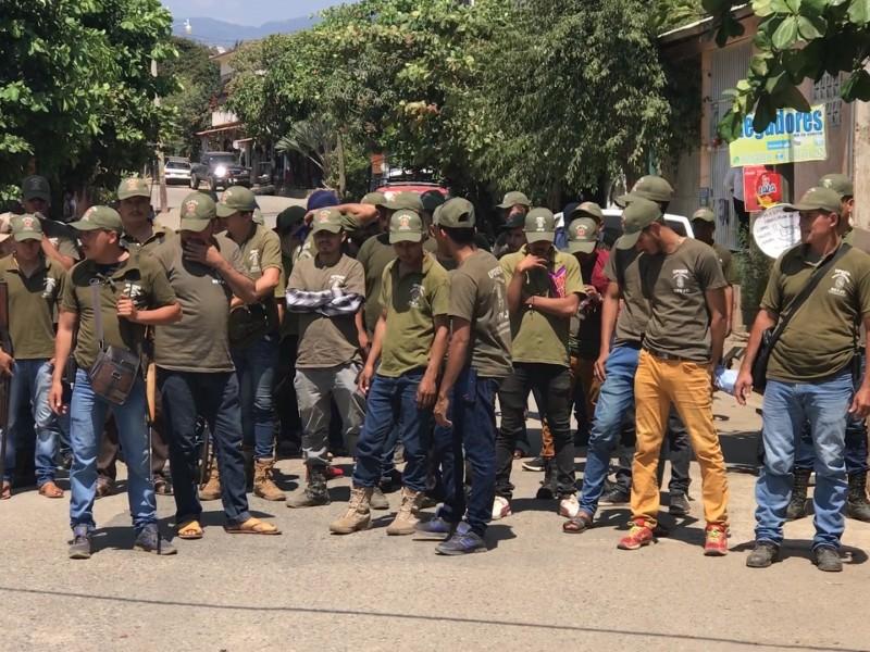 Reportan seis policías de la UPOEG Petatlán muertos