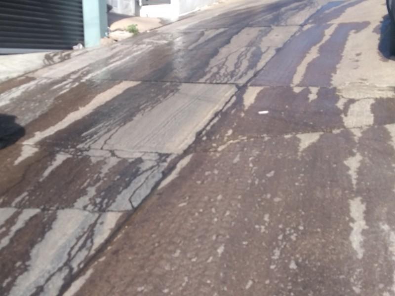 Reportan vecinos fugas de agua en calle Privada Huatabampo