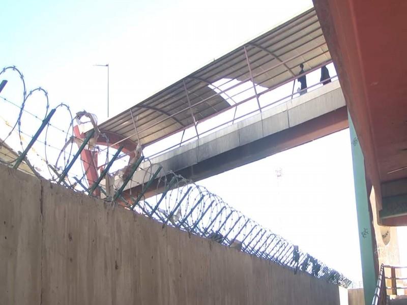 Reportan vecinos puente en malas condiciones
