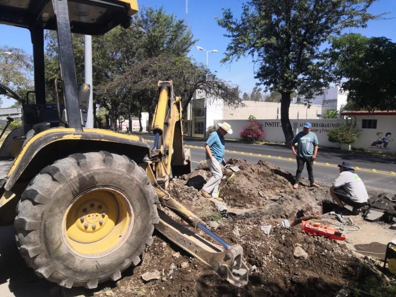 Repara SIAPA fuga de agua potable en Av. insurgentes