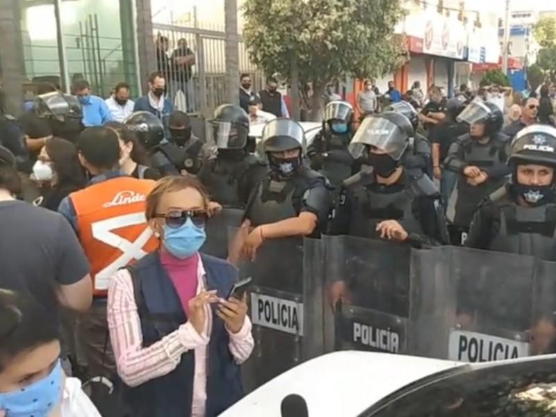 Reprocha Alfaro violencia policial en manifestaciones; advierte sanciones