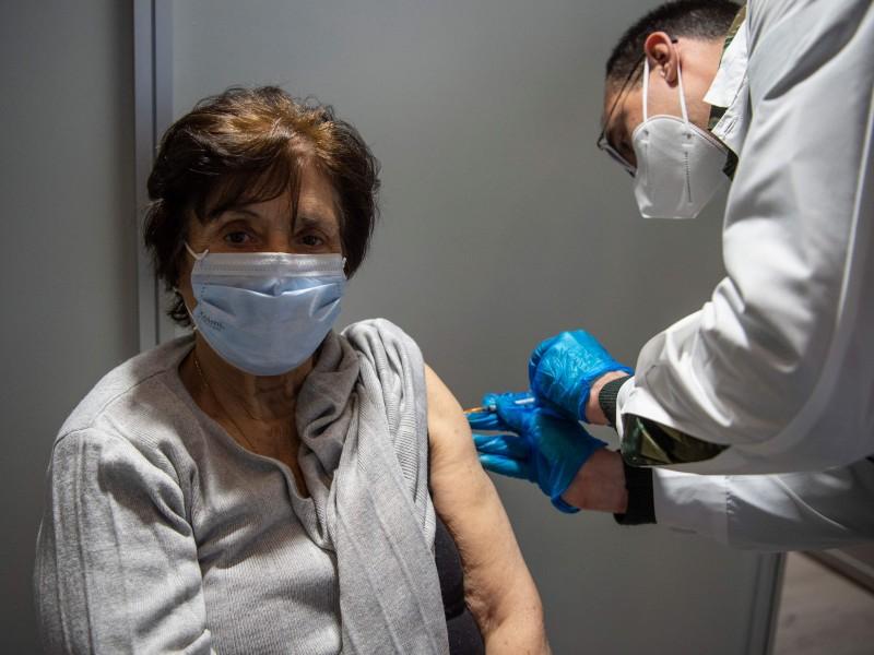 Reprograman vacunación de adultos mayores