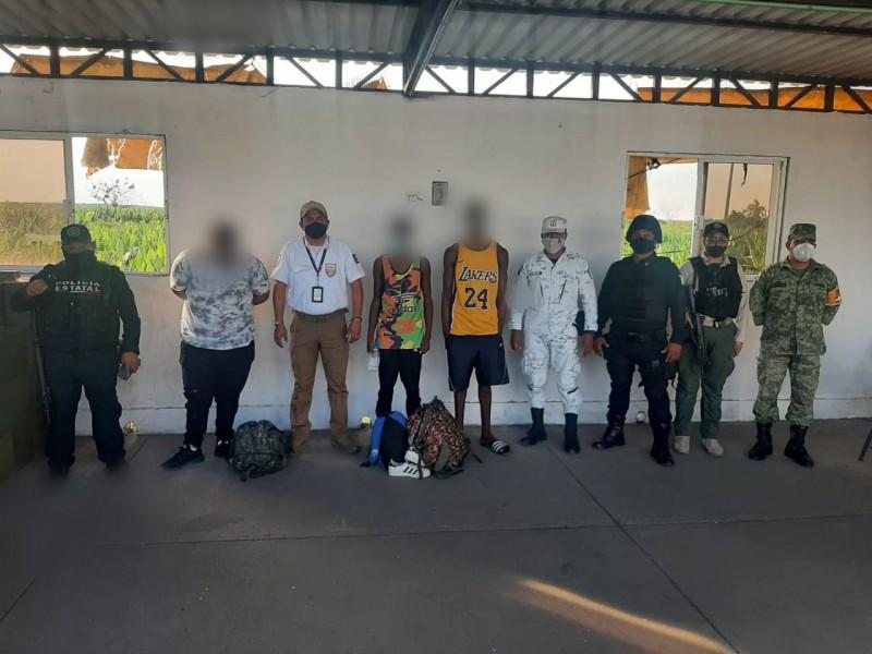 Rescatan a 10 migrantes en Agua Dulce