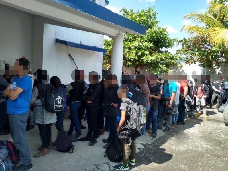 Rescatan a 117 migrantes en Las Choapas