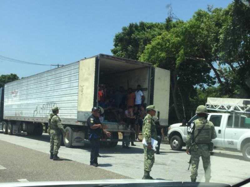 Rescatan a 40 migrantes en el Itsmo