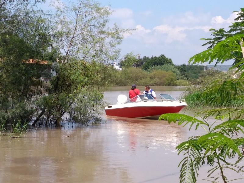 Rescatan a damnificados por desborde del Lerma
